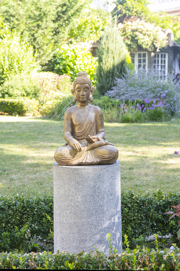 hotel particulier Buddha statue France